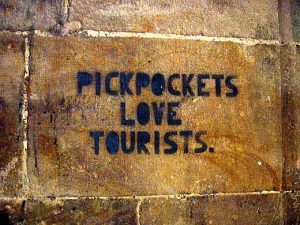 pickpockets love tourists, how to avoid pickpockets