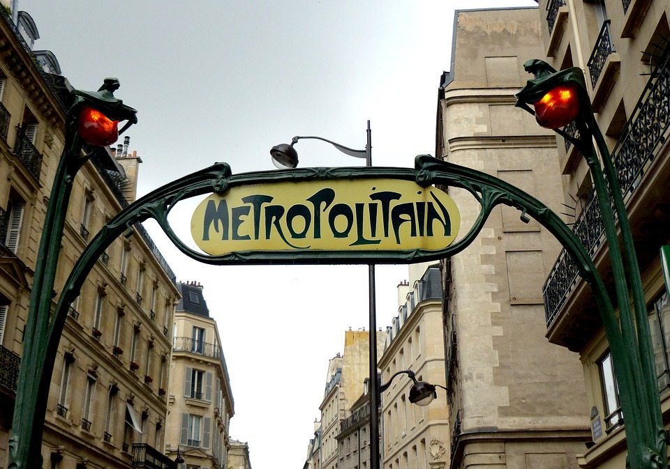 France - Video of Pickpockets on Paris Metro