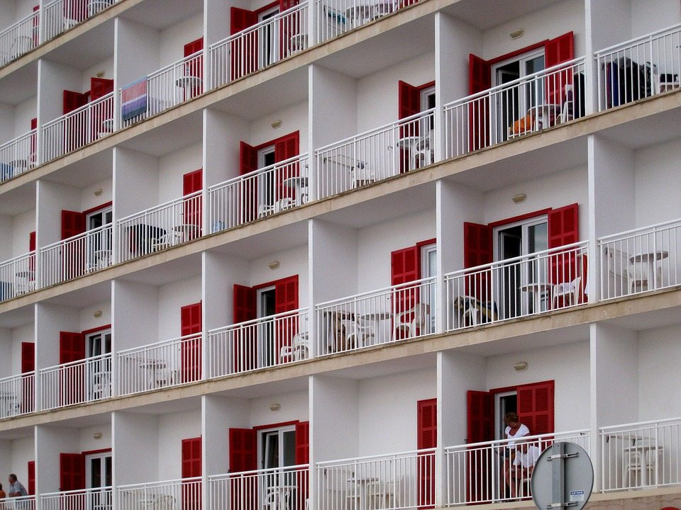 Do you sleep with the hotel balcony door open?  Read this before you do it next time